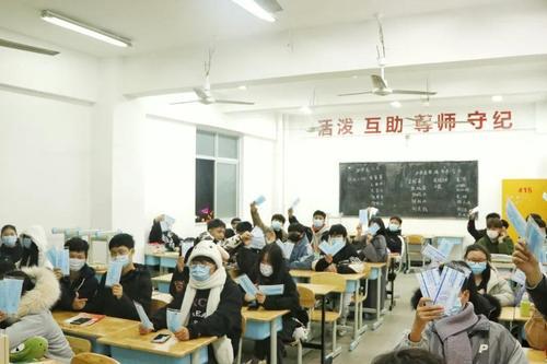 暖心,希望學子家長贈愛心口罩,助力成都希望職業學校防疫工作