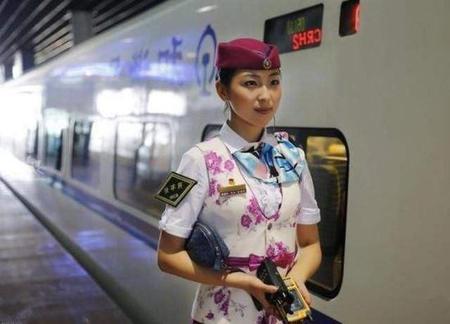 当高铁乘务员在高铁动车上具体做哪些工作呢/成都对话职业凤凰娱乐
